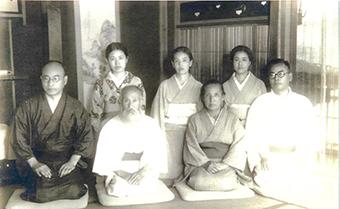 父・土光菊次郎、母・登美と二男三女の土光家